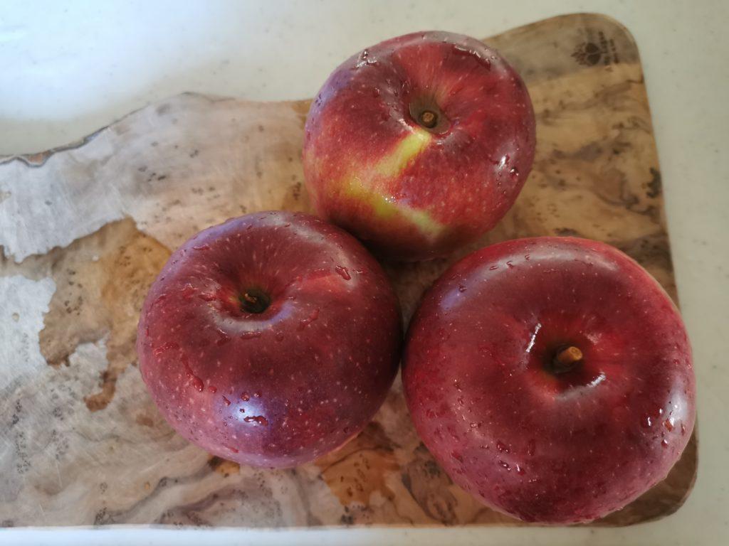 黒いりんご【秋映】を食べてみた!食レポブログ ぱりぱりで美味しい!特徴や味の感想と通販・お取り寄せ情報をまとめました