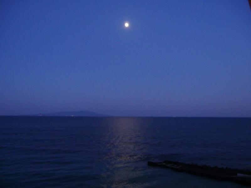 伊豆熱川館客室から眺める月あかり