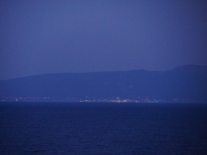 熱川館客室から眺める伊豆大島の灯り
