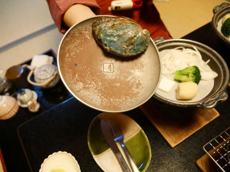 熱川館の夕飯「活き鮑」