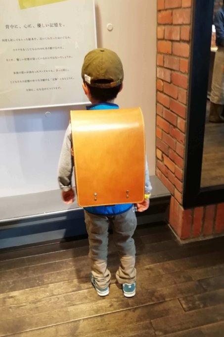 土屋鞄ランドセル人気のヌメ革ランドセル試着
