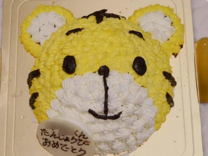ギフトモールで通販したしまじろうの立体ケーキ