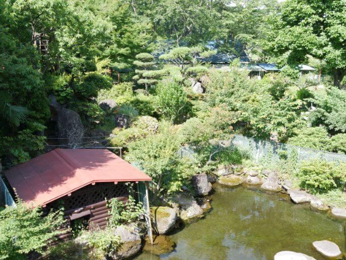 庭園で蛍観賞ができる宿「一の瀬」の庭園