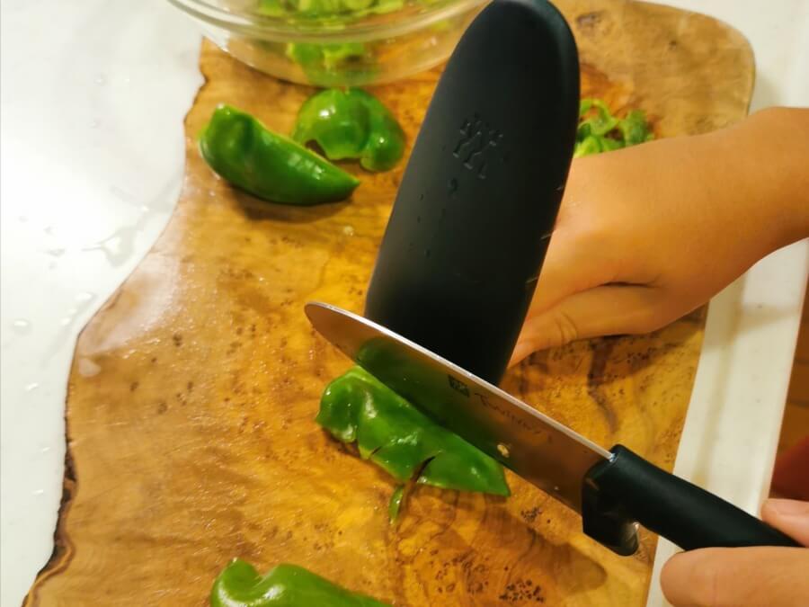 ツヴィリングの子ども用包丁【ツウィニー】カバーが指ガードになって安全で超かわいい!初めての包丁におすすめ|口コミブログ